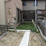 開放的すぎる玄関に門を設置することで・・・