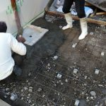コンクリート工事中!!自然な仕上がりの洗出しは、地域によって色が違う!?